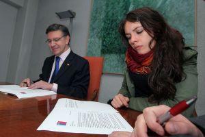 Ministro entrega carta con respuestas a los estudiantes Universitarios
